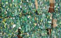Slisované balíky zelených PET lahví